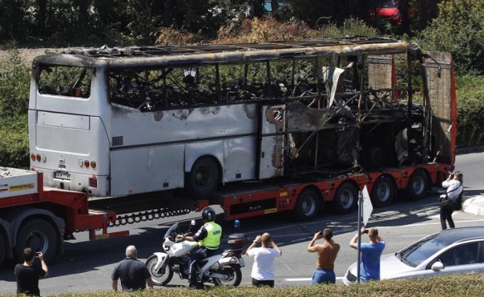 Каковы основные версии терактра в Бургасе
