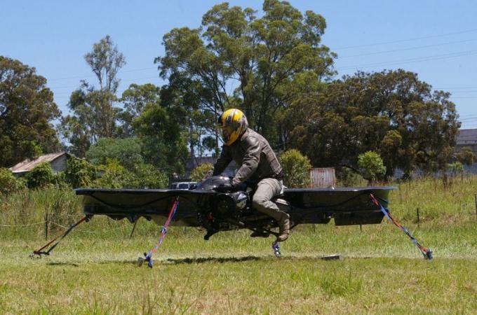 Как прошли испытания летающего мотоцикла в США