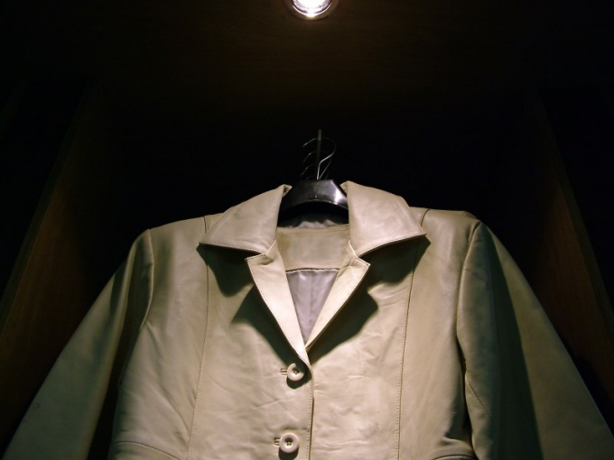 Как почистить куртку кожаную в домашних условиях