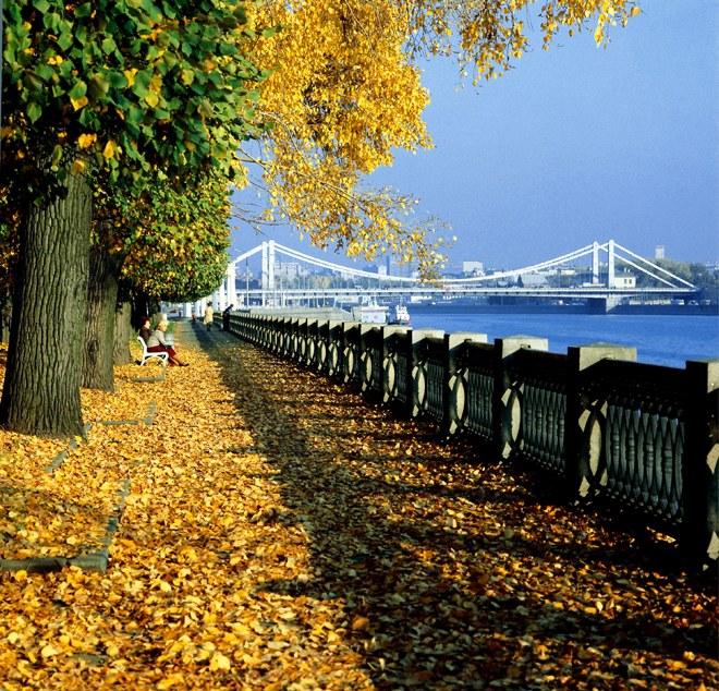 Какая погода осенью будет  в Москве
