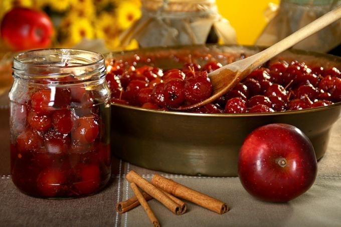 Как сварить варенье из яблок и брусники