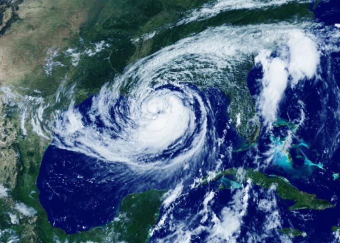 """Какой вред нанес ураган """"Исаак"""""""