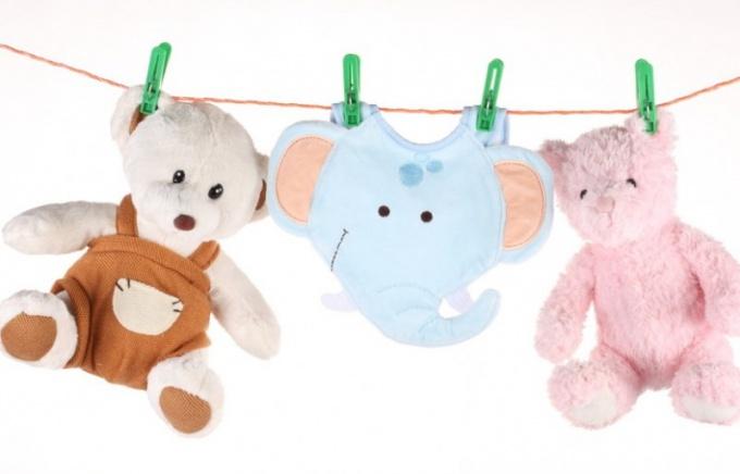 Как постирать игрушки для малыша