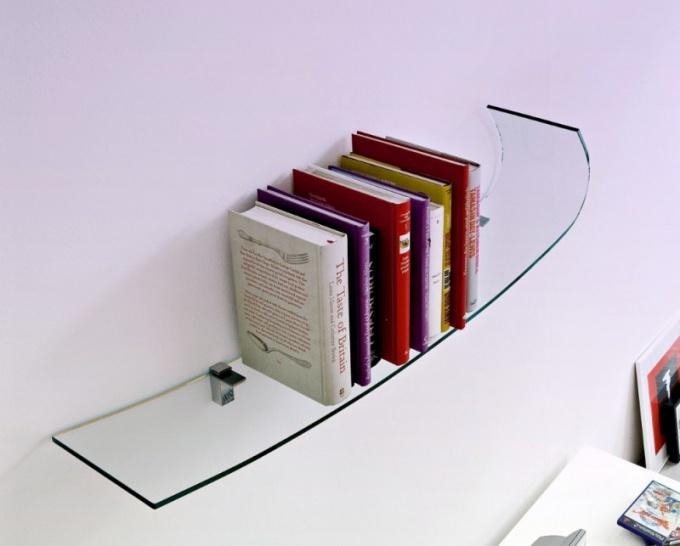 Как монтировать стеклянную полку