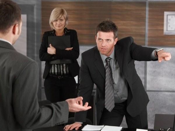 По каким причинам увольняют сотрудников