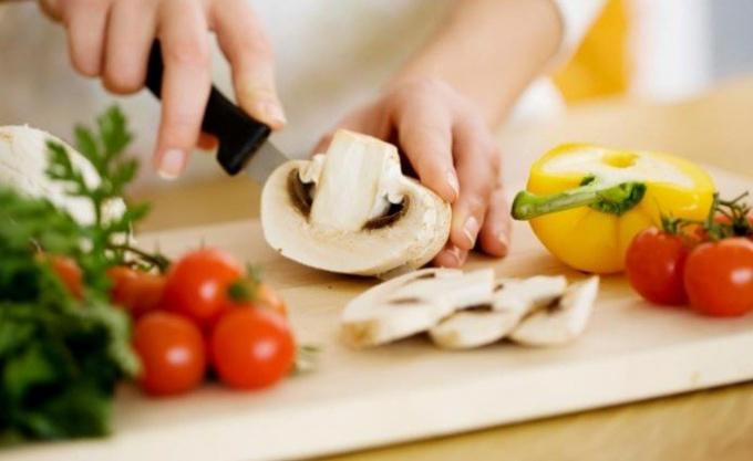 Салаты с грибами. Как приготовить вкусные закуски
