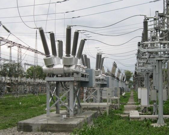 В чем разница между постоянным и переменным током