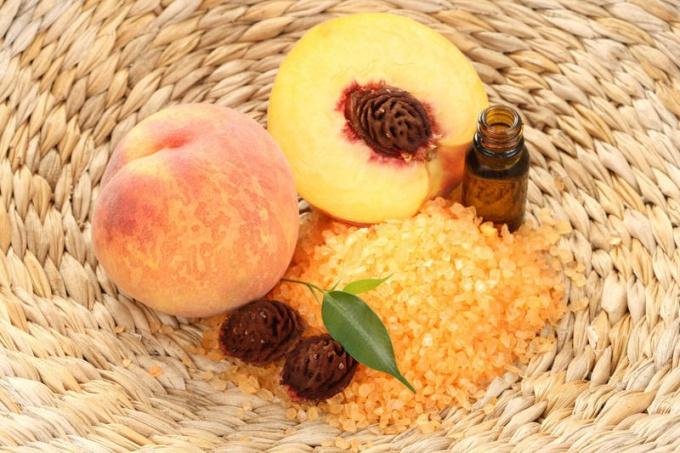 В чём уникальные и универсальные свойства персикового масла