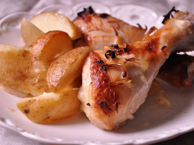 Chicken legs with potatoes in multivarka