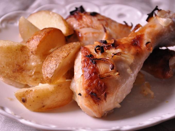 Куриные ножки с картошкой в мультиварке