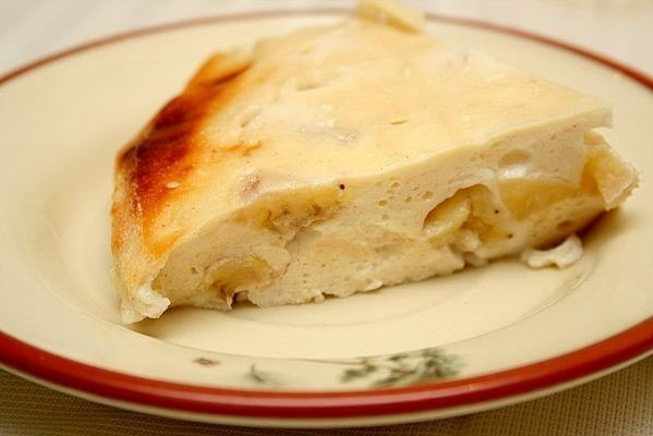 Cottage cheese casserole with semolina and banana