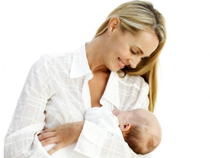 Что можно есть кормящей маме в первый месяц после родов?