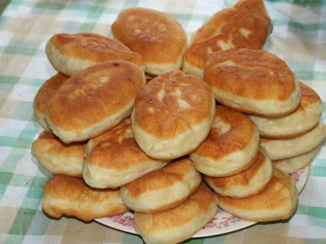 Жареные пирожки с несладкими начинками