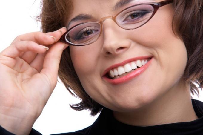 Популярно об имплантации зубов