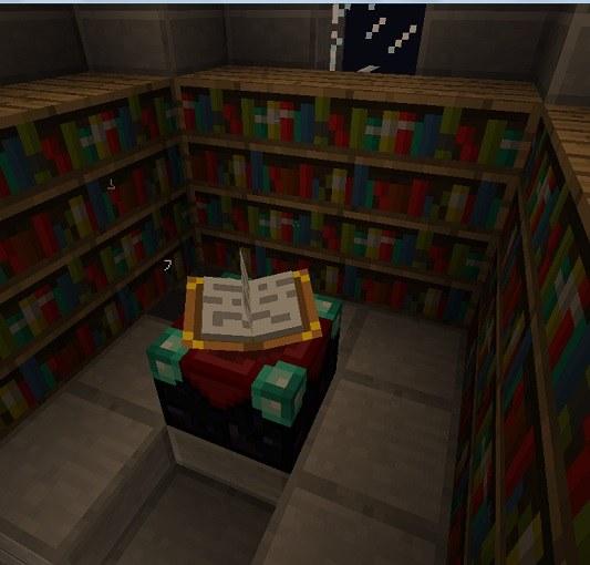 Cтол зачарования в окружении книжных шкафов