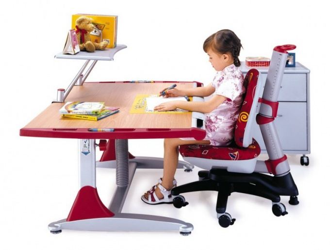Desks for schoolchildren: how to choose