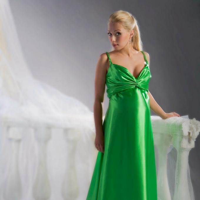 Выбираем вечернее платье для беременных