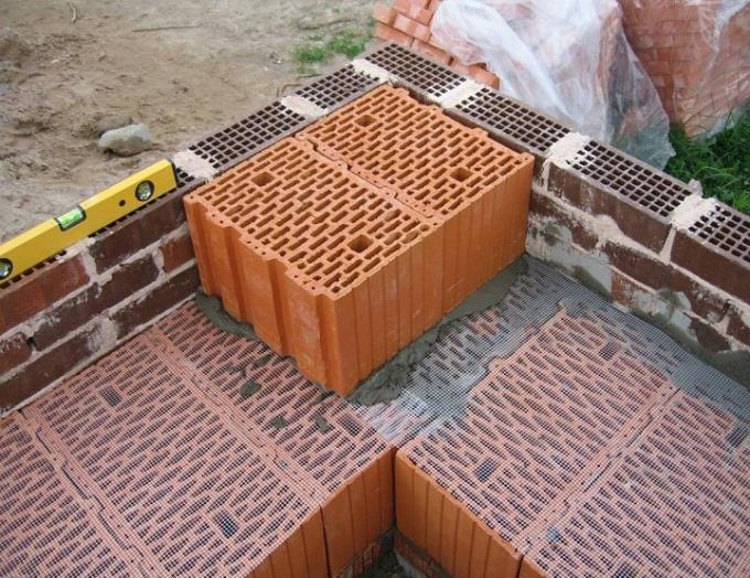 Технология кладки поризованных керамических блоков