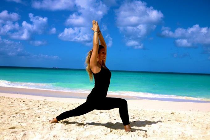 Физические упражнения при бикрам-йоге