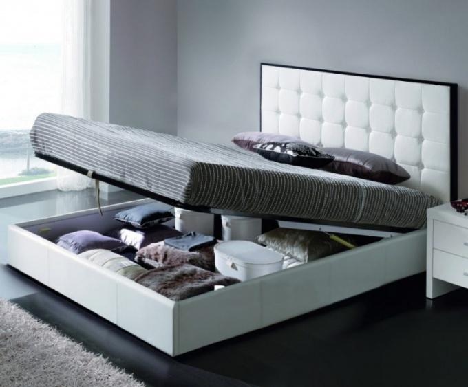 Двуспальные кровати с подъемным механизмом