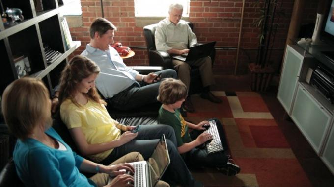 Один компьютер может раздавать интернет на всю семью