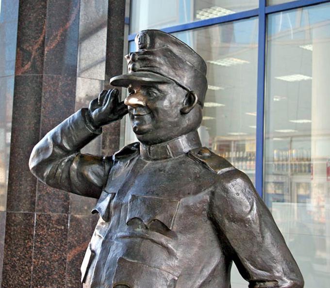 Приехав в Купчино, вы можете встретить бравого солдата Швейка
