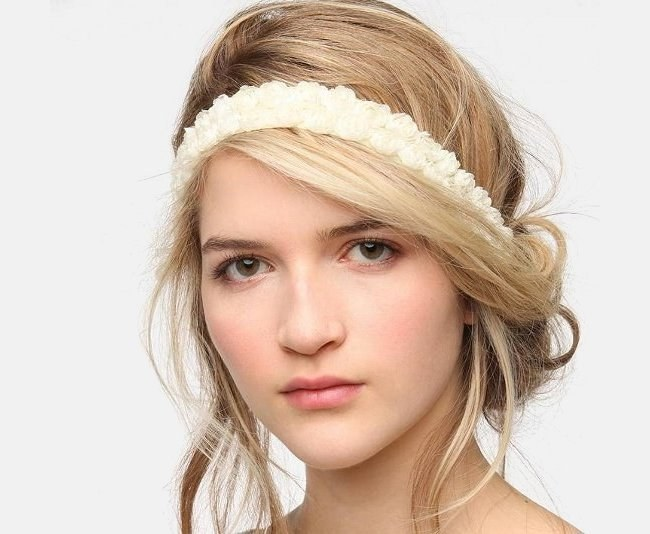 How to make a hairstyle with a bandage