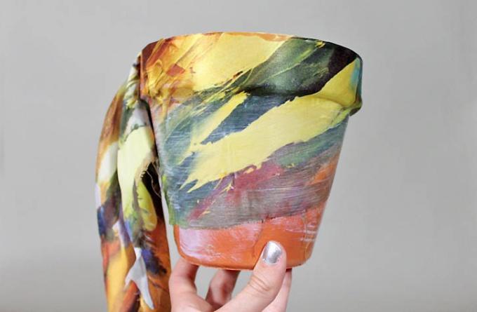 Как задекорировать цветочный горшок тканью
