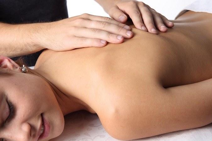 Как делать возбуждающий массаж