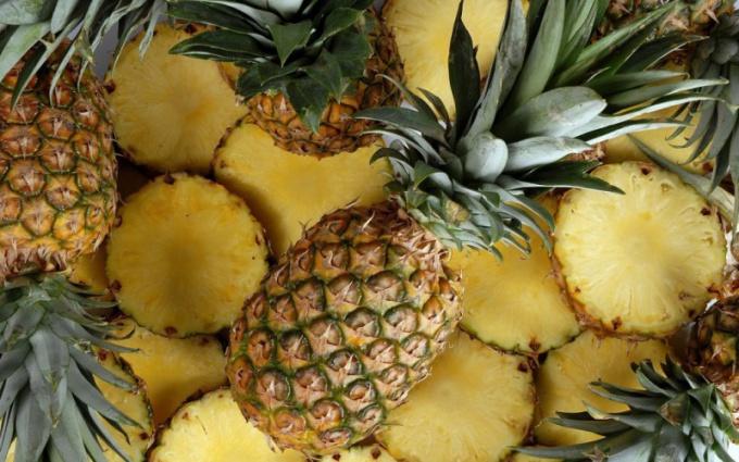 Как едят ананас