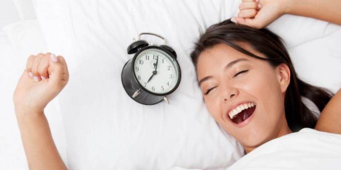 Чтобы научиться рано вставать, нужно соблюдать режим