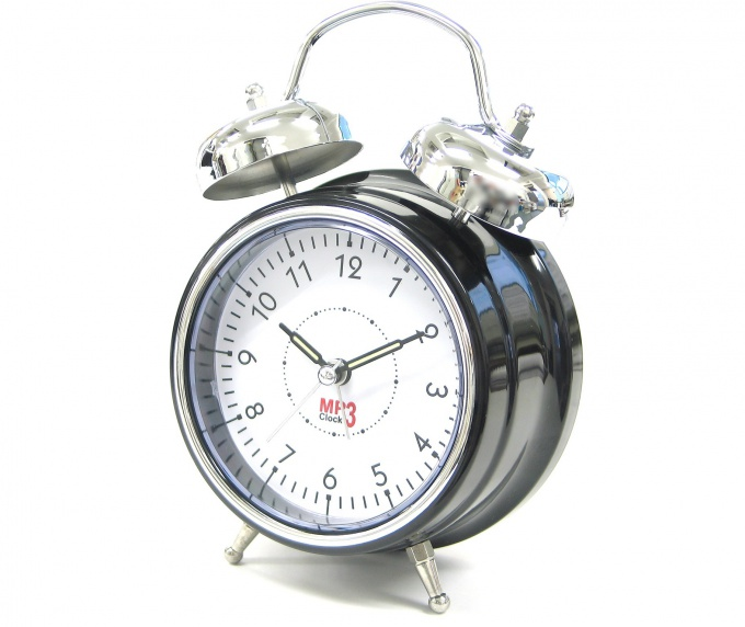 Хотите научиться рано вставать? Не используйте несколько будильников!