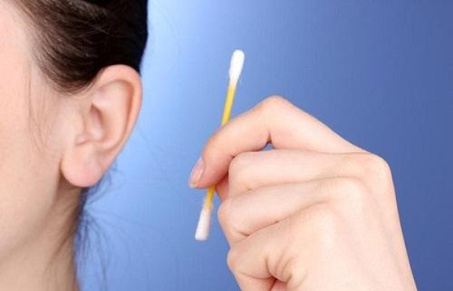 Как правильно чистить уши - второе правило