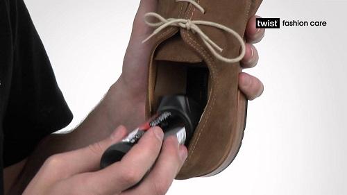 Избавиться от неприятного запаха обуви можно аэрозольным дезодорантом
