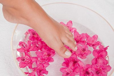 Как избавиться от неприятного запаха обуви? Вам поможет гигиена ног