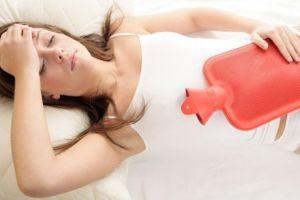 Как уменьшить боль при месячных - поможет теплая грелка