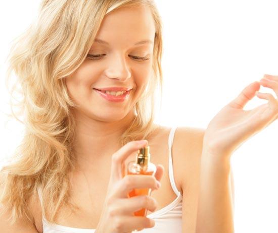 Как продлить жизнь украшениям - избегайте попадания парфюмов