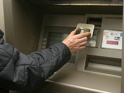Как научиться экономить - не держите деньги на банковской карте