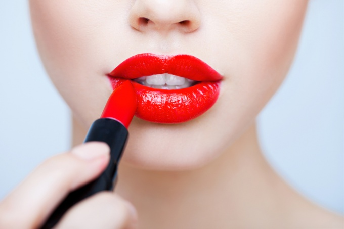 How to make that lipstick does not wear off during the day?