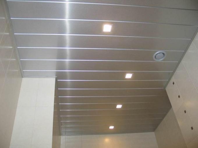 Непротекающий потолок в ванную