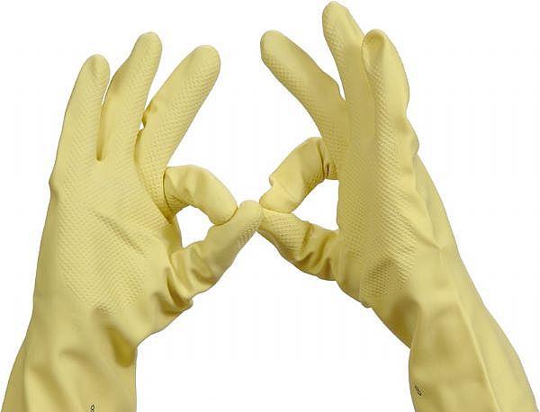 Как правильно чистить унитаз - резиновые перчатки