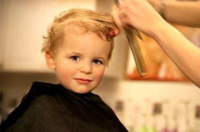 Как сделать первый поход к парикмахеру приятным