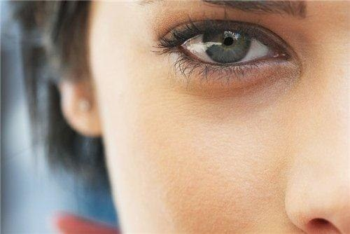 Natural products against dark circles under the eyes