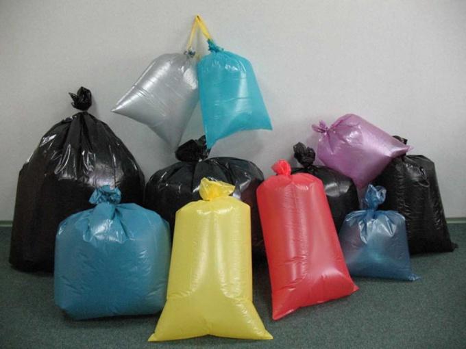 Мешок для мусора можно склеить из цветного полиэтилена