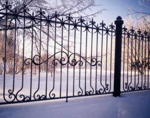 Разновидности металлических заборов и оград