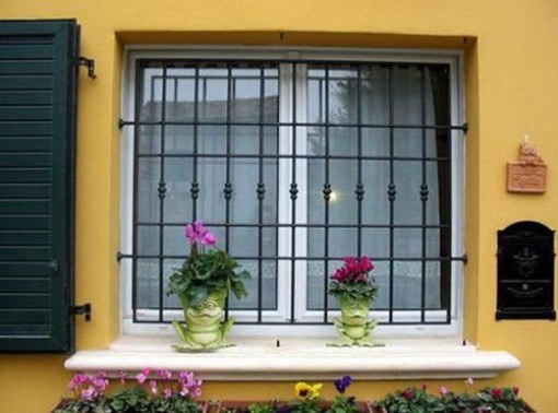 Металлические решетки на окна: кованые или сварные?