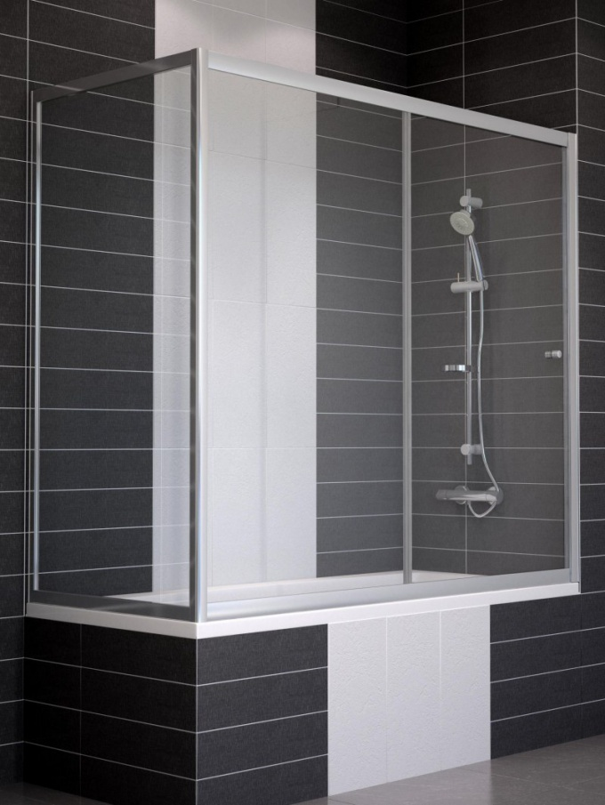 The choice of glass sliding curtains in the bathroom