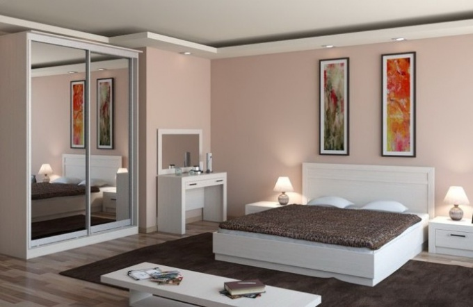 Wardrobe for bedroom: choosing and installing