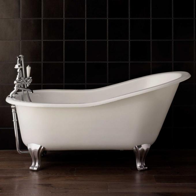 Реставрация ванны: акриловый вкладыш или новая эмаль?