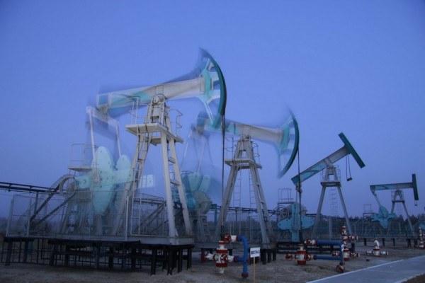 Отчего падает цена на нефть